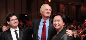 Alan alda with chilean physicians small