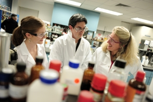 Stony Brook Chemistry Awarded 400000 To Fund Graduate Education