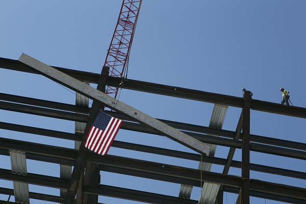 The final beam going into place during the 'topping off' ceremony for the new Stony Brook Children's Hospital. Credit: Stony Brook Medicine.