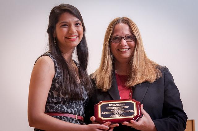 Ruchi Shah '16 receives a 2015 Alumni Association Student Award