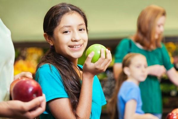 Smallgirl with apple