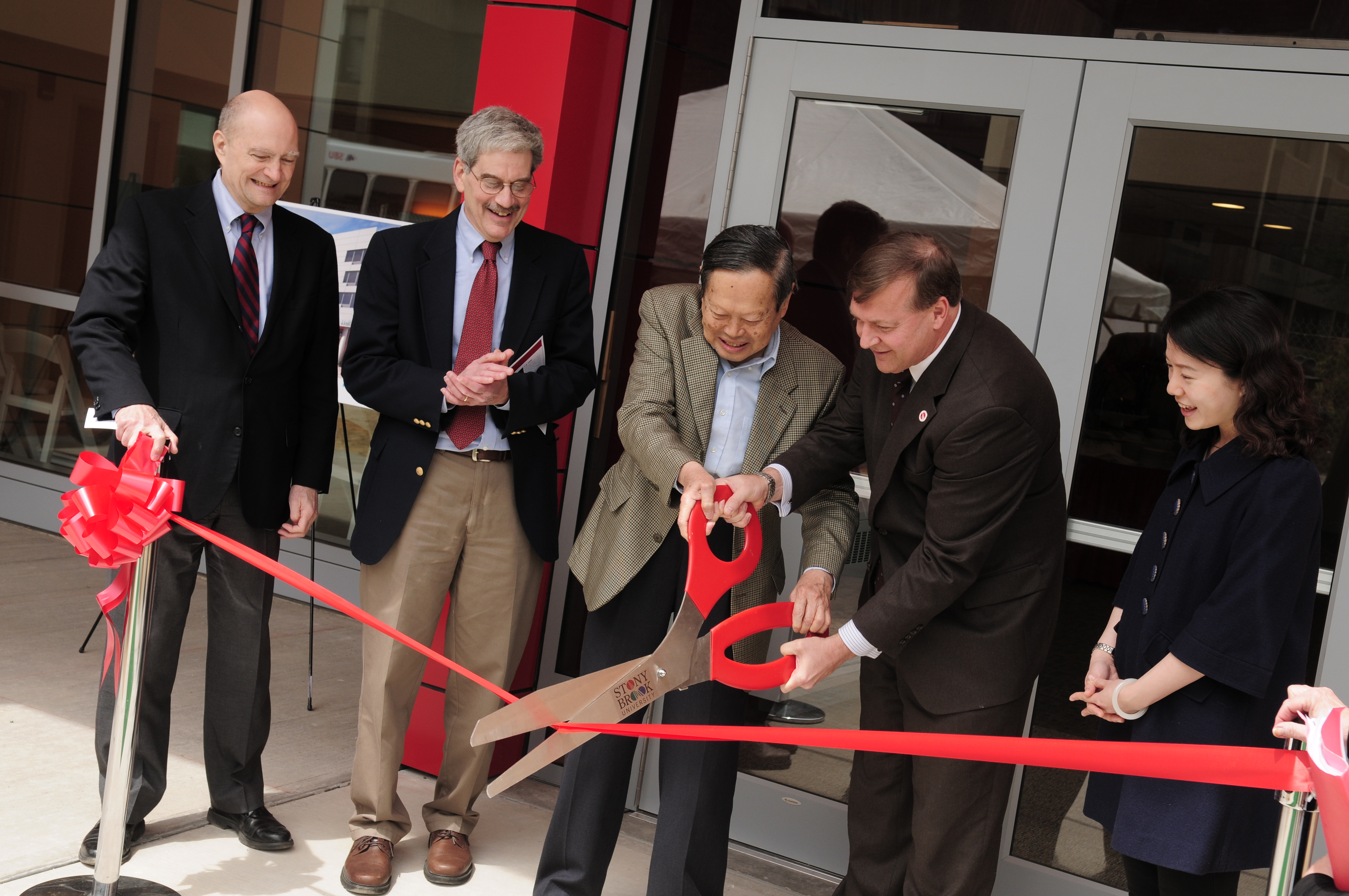 C.N. Yang and Stony Brook President Samuel L. Stanley Jr., M.D. cut the ribbon at Yang Hall.