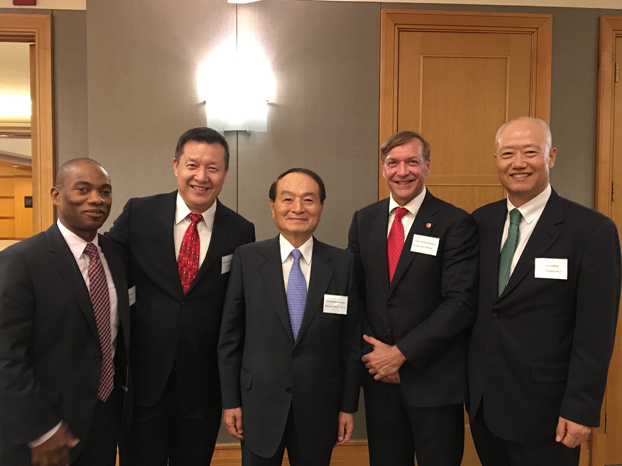 From left to right: Dexter A. Bailey, Jr., Senior Vice President, Stony Brook University Advancement; Dr. Jun Liu, Vice Provost for Global Affairs, Dean for International Academic Programs and Services (IAPS), Stony Brook University; Dr, Myung Oh, Founder, SUNY Korea; Dr. Samuel L. Stanley, Jr., President, Stony Brook University; Dr. ChoonHo Kim, President, SUNY Korea.