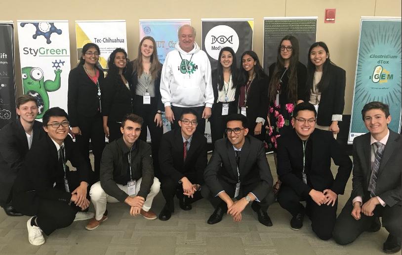 Randy Rettberg, president of the iGEM Foundation, with Stony Brook's 2018 iGEM team