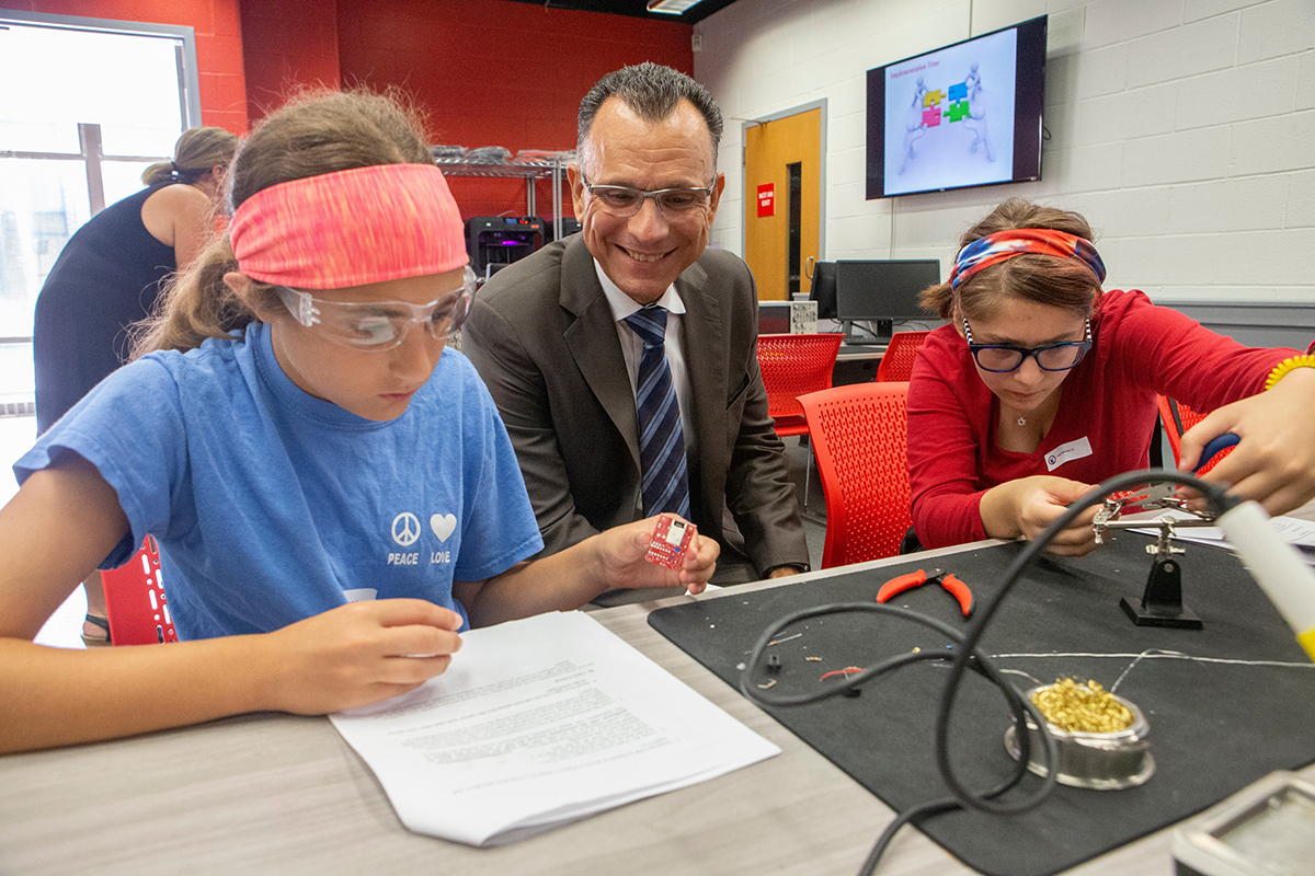 CEAS Dean Fotis Sotiropoulos assists the Design & Build students with their integrated circuits.