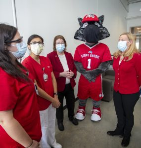 (R-L): Dr. Maurie McInnis, President Of Stony Brook University, Wolfie and Dr. Margaret McGovern, Stony Brook Medicine Vice President for Health System Clinical Programs and Strategy, thank healthcare workers giving their time to help vaccinate Long Island.